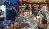 Raid in an ice cream parlour in Duisburg. (© picture-alliance/dpa)