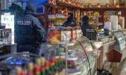 Razzia in einem Eiscafé in Duisburg. (© picture-alliance/dpa)