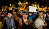 Demonstration in Budapest against the new law. (© picture-alliance/dpa)