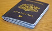 "Passport of a Latvian ""non citizen"". Such documents will no longer be issued in future. (© picture-alliance/dpa)"