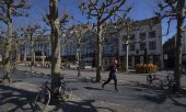 A jogger in Maastricht's city centre. (© picture-alliance/dpa)
