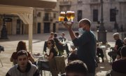 Restaurants such as this terrace in Tarragona have reopened in Spain, with restrictions. (© picture-alliance/dpa)