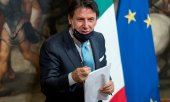 Giuseppe Conte presents the reform package to the press. (© picture-alliance/dpa)