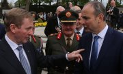 Irish Taoiseach Kenny (left) with Fianna Fáil leader Micheál Martin. (© picture-alliance/dpa)
