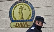 In recent years the DNA has been increasingly successful in the fight against corruption. (© picture-alliance/dpa)