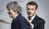 Theresa May et Emmanuel Macron lors de leur rencontre à Camberly. (© picture-alliance/dpa)