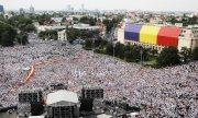 Mass protests in Bucharest initiated by ruling party. (© picture-alliance/dpa)