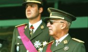 Franco (right) with Spain's future king Juan Carlos I in 1973. (© picture-alliance/dpa)