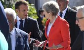 French President Macron talking to British Prime Minister May at the Salzburg summit. (© picture-alliance/dpa)