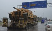 A military convoy in south-east Turkey on the way to the Syrian border. (© picture-alliance/dpa)