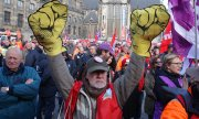 Trade unionists demonstrating for higher pensions in Amsterdam. (© picture-alliance/dpa)