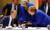 Tusk, May and Merkel at the EU summit. (© picture-alliance/dpa)