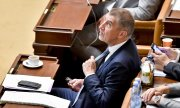 Babiš during the marathon session in parliament. (© picture-alliance/dpa)