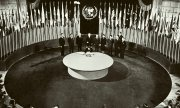 State representatives at the signing of the Charter of the United Nations in San Francisco. (© picture-alliance/dpa)