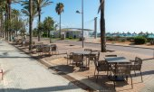 An empty beach promenade in Spain. (© picture-alliance/dpa)