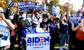 Biden/Harris supporters celebrating the victory of the Democratic team in Wilmington. (© picture-alliance/dpa)