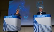 EU Digital Commissioner Margrethe Vestager and Internal Market Commissioner Thierry Breton presented the draft on 21 April. (© picture-alliance/Martin Bertrand)