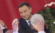 Andrzej Duda worked closely with Lech Kaczyński, who died in a plane crash in 2010. (© picture-alliance/dpa)