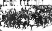 Finnish troops on parade in Helsinki in May 1917. (© picture-alliance/dpa)
