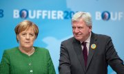 German Chancellor Angela Merkel and Volker Bouffier, premier of Hesse. (© picture-alliance/dpa)