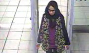 Shamima Begum at London Gatwick airport in 2015, shortly before her departure. (© picture-alliance/dpa)