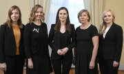 Sanna Marin with four of her ministers. Women are in the majority in the current Finnish cabinet. (© picture-alliance/dpa)