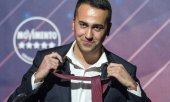 Luigi Di Maio demonstratively took off his tie, which was his trade mark as Five Star leader, as he announced his resignation(© picture-alliance/dpa)