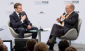 Emmanuel Macron in conversation with Conference director Wolfgang Ischinger. (© picture-alliance/dpa)