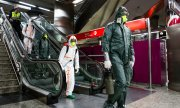 Members of Spain's emergency military units carrying out a disinfection operation in Madrid. (© picture-alliance/dpa)