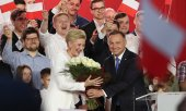Andrzej Duda receives congratulations on the evening of the election before the results were clear. (© picture-alliance/dpa)