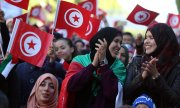 Since 2014, equal rights for men and women, freedom of conscience and a civil state have been enshrined in the Tunisian constitution. (© picture-alliance/dpa/Mohamed Messara)
