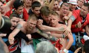 Euphoric Hungarian fans celebrate their victory. (© picture-alliance/dpa)