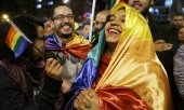 Crowds celebrating the deal on Wednesday in Bogotá. (© picture-alliance/dpa)
