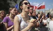 Demonstrators on 16 July 2017 in Warsaw. (© picture-alliance/dpa)