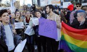 Young Romanians demonstrating for LGBT rights in November 2016. (© picture-alliance/dpa)