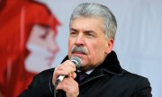 Pavel Grudinin at an event commemorating the 100th anniversary of the Red Army. (© picture-alliance/dpa)