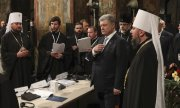 President Poroshenko (second from right) during the ceremony in Kiev's St. Sophia's cathedral. (© picture-alliance/dpa)
