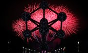 Fireworks on New Year's Eve in Brussels with the Atomium in the foreground. (© picture-alliance/dpa)