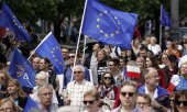 "Demonstrators at the ""Europe March"" on May 18, 2019, in Warsaw. (© picture-alliance/dpa)"
