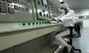 Archive image of a worker in the uranium conversion facility at Isfahan. (© picture-alliance/dpa)