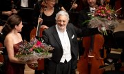 Plácido Domingo nach einem Konzert in der Elbphilharmonie im November 2019. (© picture-alliance/dpa)