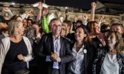 Celebrations on election night: Pierre Hurmic (center) of the Greens is Bordeaux's new mayor. (© picture-alliance/dpa)