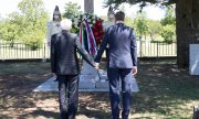 Borut Pahor and Sergio Mattarella at a monument in Basovizza/Basovica which commemorates four Slovenian victims of Italian fascism. (© picture-alliance/dpa)