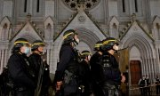 Macron announced tighter securty measures at churches and schools as well as the strengthening of the military counter-terrorism unit. (© picture-alliance/dpa)