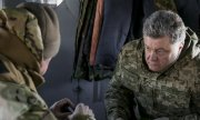Poroshenko visited Ukrainian soldiers in Artemivsk, not far from Debaltseve, on Wednesday. (© picture-alliance/dpa)