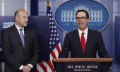 US Secretary of the Treasury Steven Mnuchin, right, and Gary Cohn present the tax reform package. (© picture-alliance/dpa)