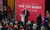 Labour leader Jeremy Corbyn presents his party's election manifesto (© picture-alliance/dpa)