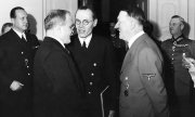 Adolf Hitler and the Soviet Foreign Minister Molotov. (© picture-alliance/dpa)