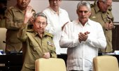 Cuban President Raúl Castro (left) and his likely successor Miguel Díaz-Canel. (© picture-alliance/dpa)