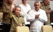 Cuba's new President Miguel Díaz-Canel (right) and his predecessor Raúl Castro. (© picture-alliance/dpa)